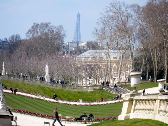 Les Jardins de Luxembourg et le Tour Eiffel
